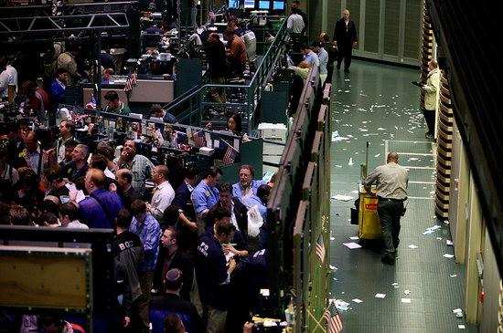 纽约商品交易所黄金期货市场黄金期价14日下跌
