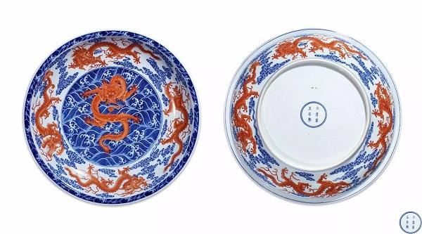 清雍正 青花矾红彩海浪纹九龙图大盘 RMB 14,950,000