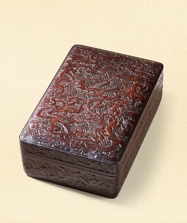 明 御制紫檀雕云龙纹文具盒 RMB 1,897,500