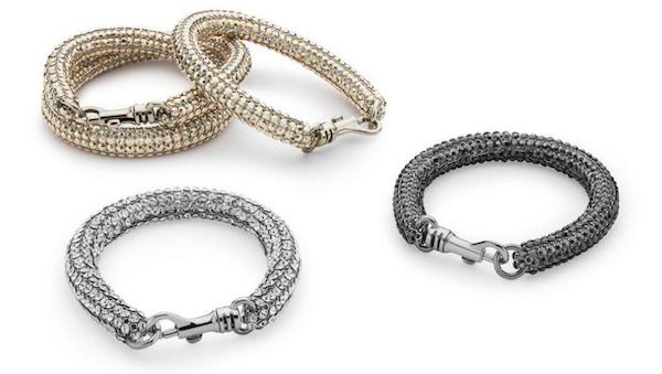 英国时装设计师Christopher Kane跨界设计的珠宝,造型醒目而且百搭。