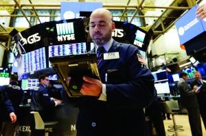 """美欧股市""""失血"""" 资金回流新兴市场"""