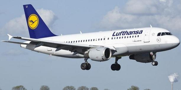一个又一个,航空公司取消免费餐,以后坐飞机真要带泡面了?