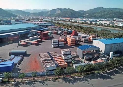 韩国釜山新港集装箱码头(新华社)