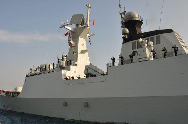 """资料图:中国海军""""盐城""""号护卫舰"""
