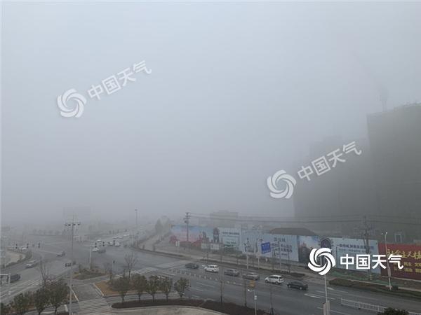 今天10时,荆门大雾仍未消逝。