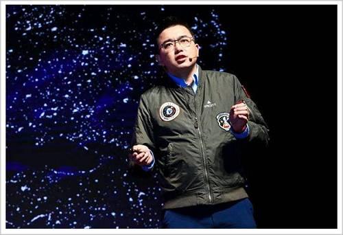 """那是2014年,国际贸易航天正成长炽热火箭端有""""SpaceX""""、卫星端有""""Planet""""、载荷端有""""Made in Space""""。这让杨峰看到了机遇。"""