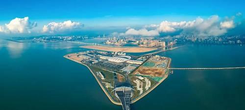 (港珠澳大桥人工岛。图/视觉中国)