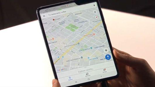 三星发布史上首款折叠屏手机 要价13000元人民币!
