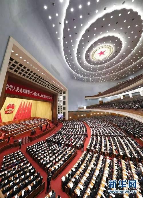 3月8日,十三届全国人大二次会议在北京人民大会堂举行第二次全体会议。新华社记者 丁林 摄