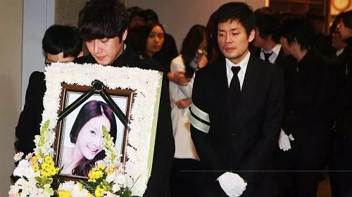她死后十年,韩娱再次地震