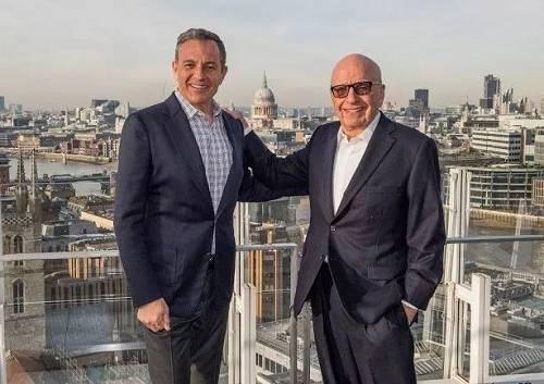 迪士尼CEO罗伯特·艾格(左)和21世纪福克斯持股人鲁伯特·默多克(图片来源:东方IC)
