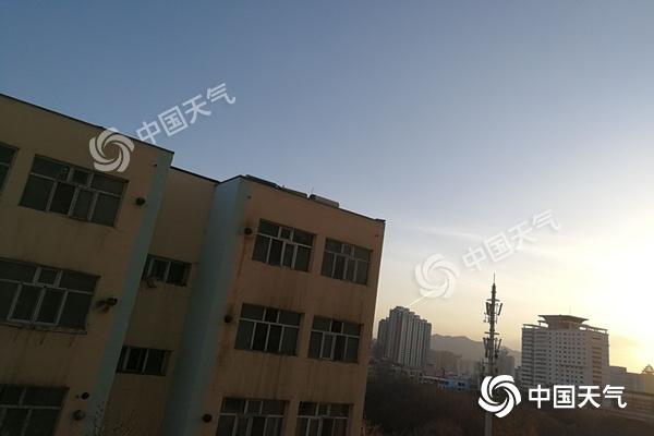 冷空气强势来袭 新疆暴雨大风沙尘暴3预警齐发