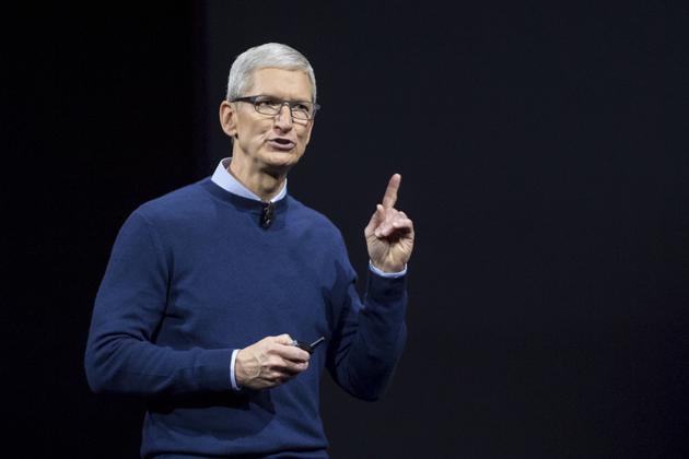 """去年,由于iPhone在手机行业的主导地位,苹果公司成为首家市值突破1万亿美元的美国公司;但由于iPhone销售增长放缓,1万亿美元市值不再,苹果需要采取新的行动。库克也知道这点,苹果公司3月份的发布会说明该公司准备将服务和订阅收入作为增长""""支点"""",这也是他想重新刺激增长的新举措。无论成败,本次战略调整将决定库克的遗产——以及苹果的未来何去何从。"""