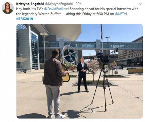 也有记者直接约访了巴菲特。