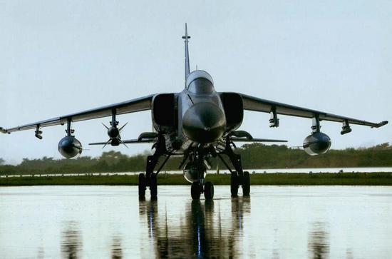 在中国海军眼里,飞豹就是一款高机动的轰炸机