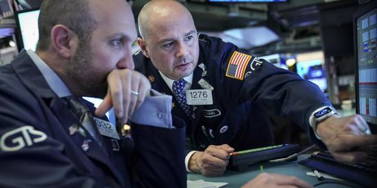 美股盘前:道指期货大跌近500点 恐慌指数狂飙超45%