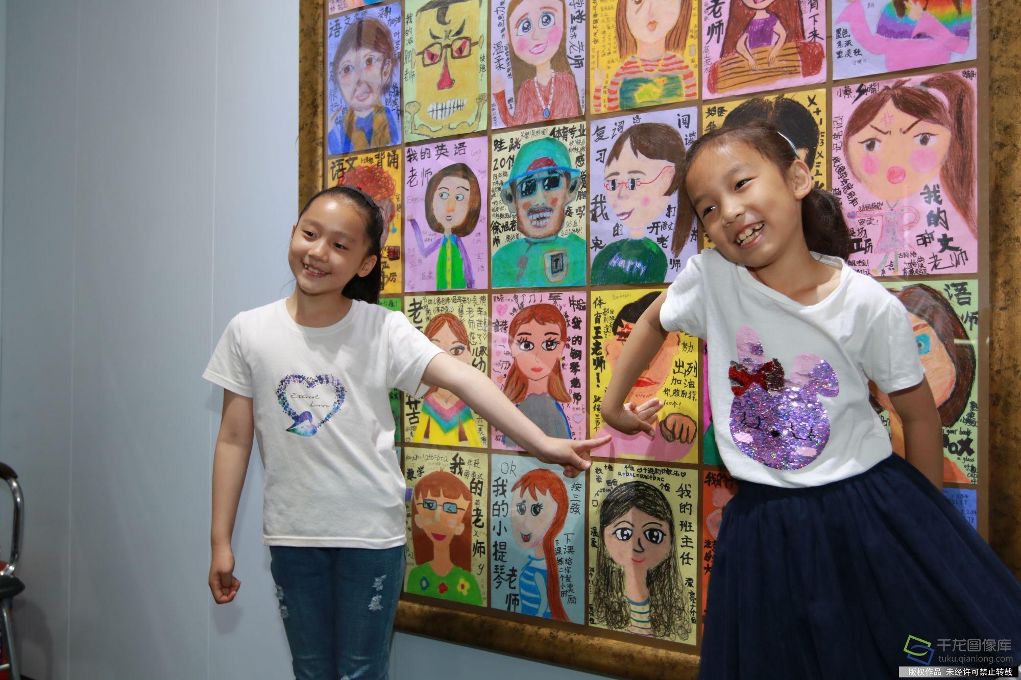 东交民巷小学学生用绘画展现祖国70年发展变化图片