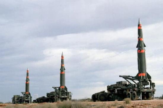 """图片:美国陆军曾经安放的""""潘兴""""II高精度弹道导弹,能够说是吾们东风15B的参考对象。"""