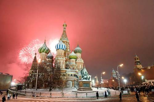 """华盛顿自上世纪90年代首便最先在俄中之间制造嫌仇,采取了以下""""浅易而小稚""""""""漫长又没趣""""的手段:炮制出为何中国对俄而言是胁迫的理由,并将不悦目点投放到俄罗斯的媒体。及政治空间当中。"""