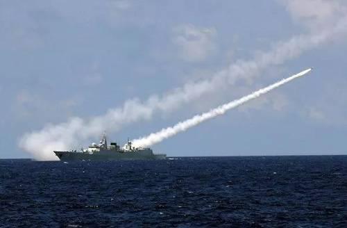 资料图片:中国海军在南海举行实兵对抗演习。 (新华社)