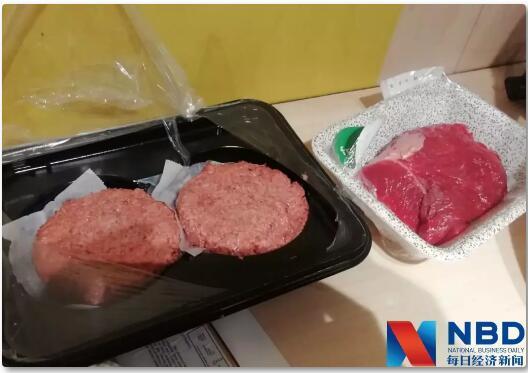 Beyond Meat的人造肉(左)与牛肉的对比(图片
