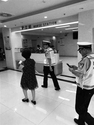 婴儿高烧并抽搐 陕西西安交警迅速开车送医