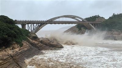 """今年最强台风""""利奇马""""登陆后北上"""