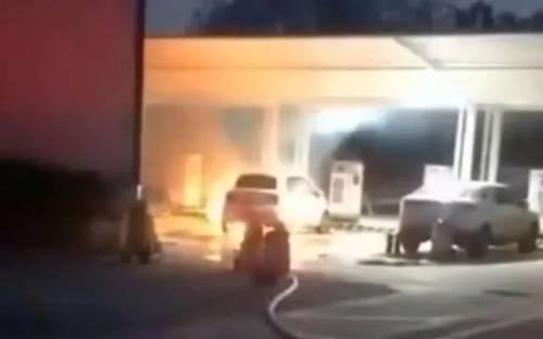 长城欧拉的相关人员表示,该辆车起火时正在充电,而最终事故原因则还需等待正式的调查结果,不排除充电桩原因导致的起火。最终事故原因还需等待正式的调查结果。