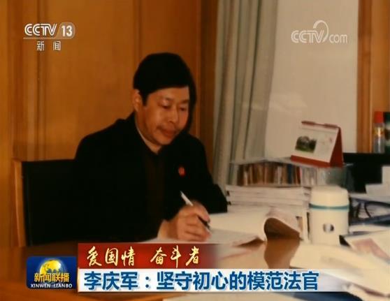 去年的9月1日是李庆军最后一次在单位加班,第二天他做了换肾手术。术后的第26天,因病情恶化,李庆军不幸离世,年仅54岁。
