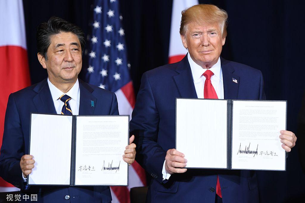 日美首脑在纽约签署贸易协定。图源:视觉中国