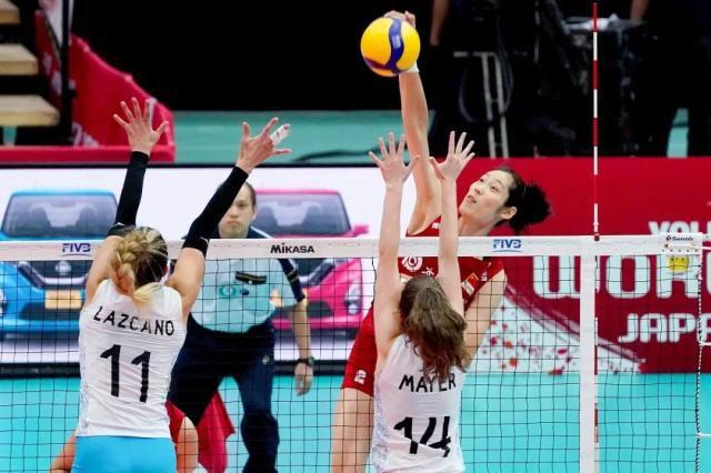2019年女排世界杯,中国女排连克强手,取得十一连胜的骄人成绩,成功卫冕世界杯冠军。