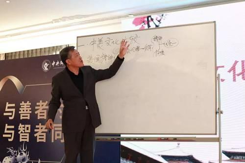 中央财经大学马克思主义学院教授 李志军