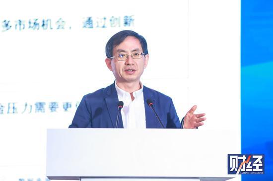 """新浪财经讯 """"2020中国制造论坛""""于2020年1月11日在佛山市举行。中国信息通信研究院副院长余晓晖出席并演讲。"""