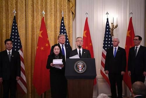 1月15日,刘鹤出席在美国首都华盛顿白宫东厅举走的中美第一阶段经贸制定签定仪式。 新华社记者 刘杰 摄