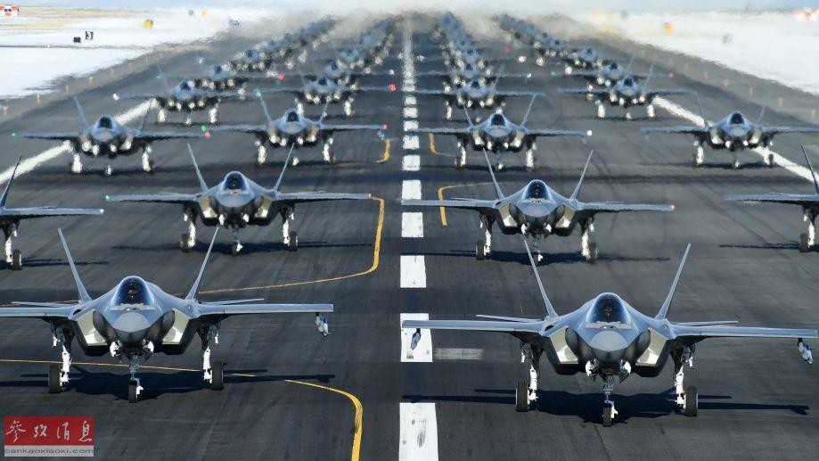 """另一角度拍摄的F-35A""""象步游走""""机群。"""