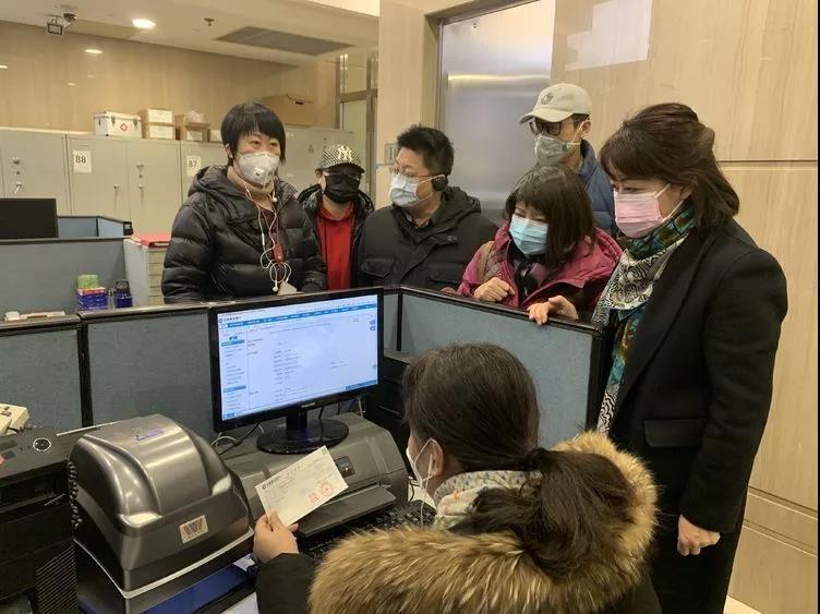 北京市分行召集员工在发布当日完成建行首期3000万善款汇达湖北指令