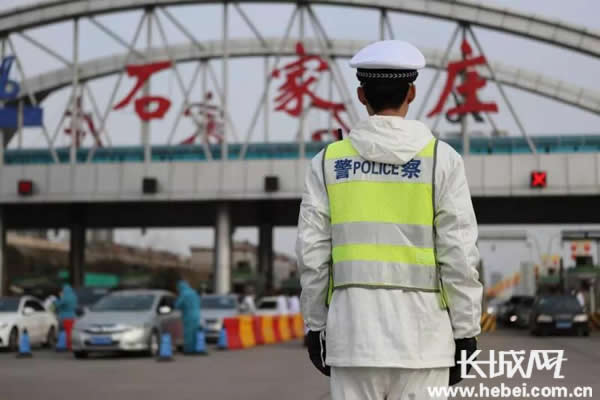 河北交警出动6.8万余人次警力奋战在疫情防控和交通保障一线