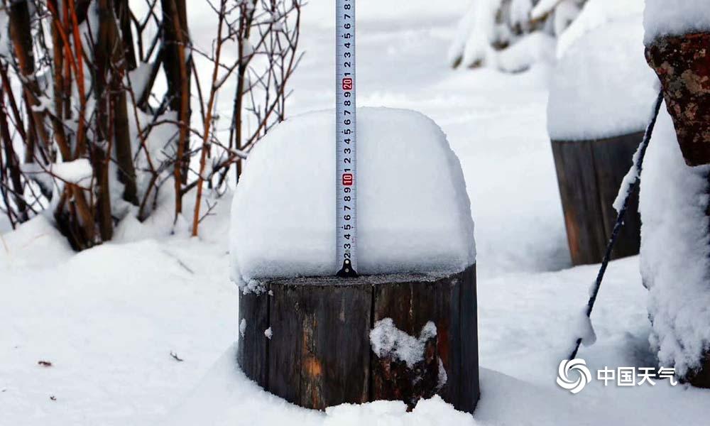 青海四地出现暴雪 道路短时积雪交通受影响