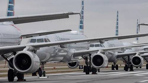 法航-荷航集团首席执行官:预计2年之内业务量无法恢复正常当地时间25日,欧洲最大的航空集团法航-荷航集团首席执行官本杰明・史密斯表示,受疫情影响,预计未来两年内,公司业务将无法恢复正常。数据显示,今年四月,法航的业务量仅占4月份正常业务的2%至3%。法国政府和荷兰政府早前已同意向法航-荷航集团提供直接或间接银行担保贷款总计100亿欧元,以拯救欧洲最大的航空集团。