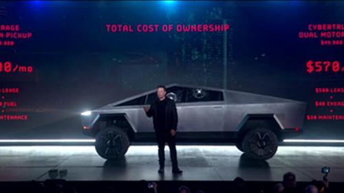 不过目前消费者、预订者乃至投资者,对Cybertruck最为关注的还是量产事宜,双电机全轮驱动版和三电机全轮驱动版预计明年年底开始量产,单电机后轮驱动版则是预计2022年开始量产。