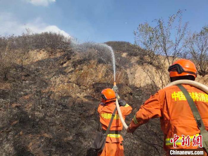 内蒙古70余名森林消防指战员增援山西代县山火