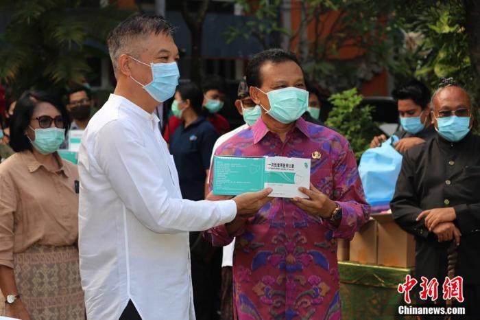 印尼新冠肺炎死亡近千人 中方持续捐赠防疫物资