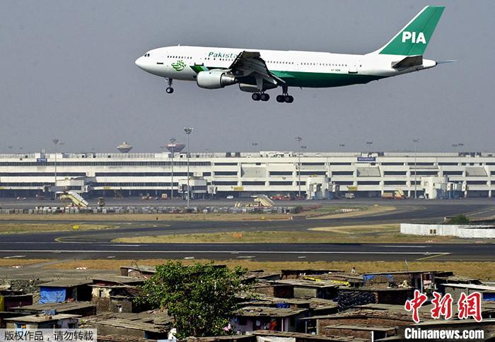巴基斯坦一客机坠毁居民区 坠机前飞行员曾报告技术故障