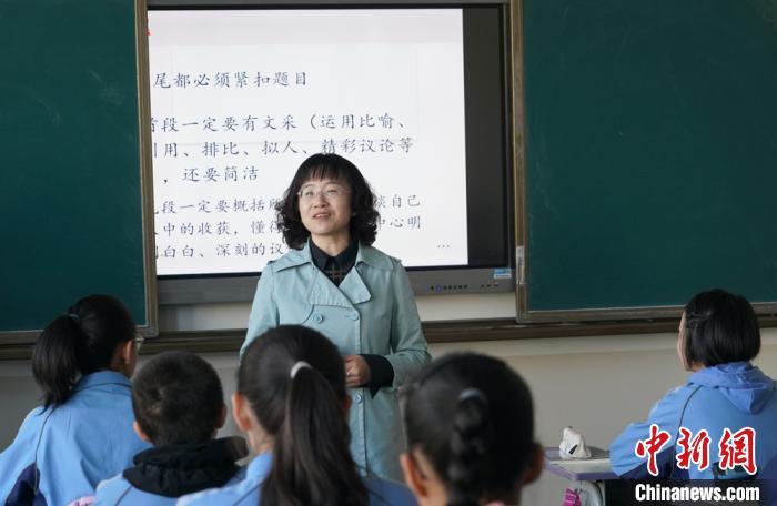 裕固族委员忧心教师结构性短缺 张口会唱民族留不住音乐老师