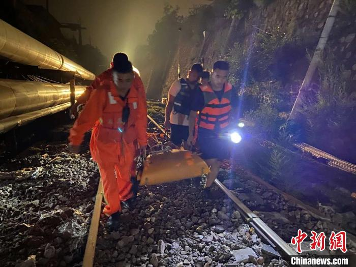 山西太原:一女子暴雨天骑电动车被大水冲走不幸身亡