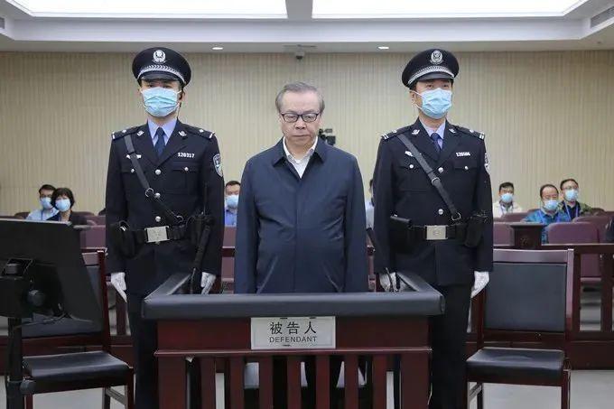 华融公司原董事长赖小民受审!索取、非法收受17.88亿余元