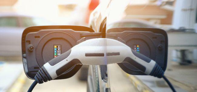 """新能源汽车1-7月销量大幅下滑 专家预测未来3年是产业""""破晓""""时刻"""