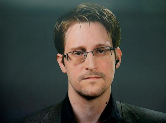 特朗普:正在考虑赦免泄密者斯诺登