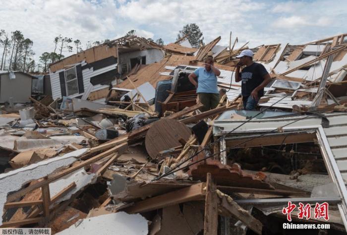 """飓风""""劳拉""""袭美致6人死亡 已减弱为热带风暴"""