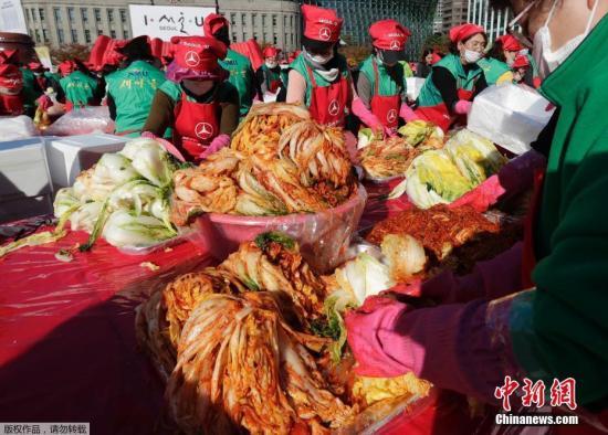 韩国一泡菜厂发生集体感染 50吨泡菜将被回收并销毁